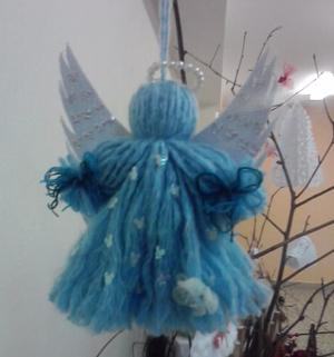 ангел из ниток на новогодней елке