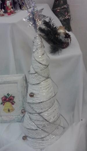 новогодняя елка из ниток